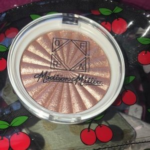 OFRA COSMETICS x Madison Sea Shimmer Highlighter